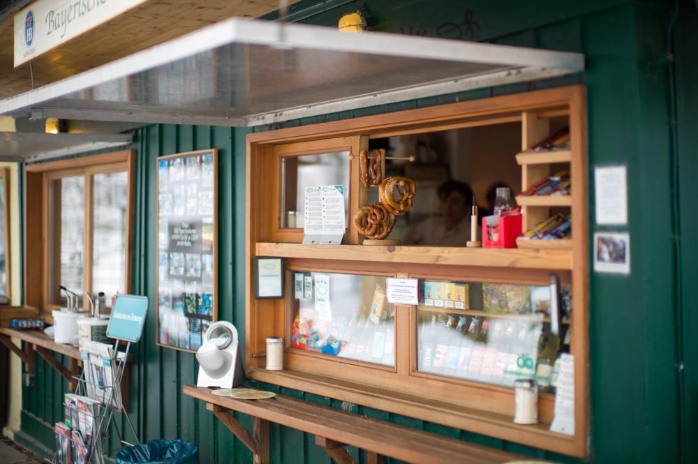 Milch Häusl - Verkaufsfenster